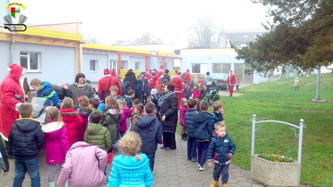 Sramota: Uz oronule zgrade starih škola u županjskoj šećerani niče divlji deponij