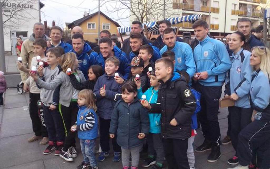 Uskrsna akcija u županji - Humane zvijezde Hrvatske djecu darivale s 500 svjetlećnih uskrsnih jaja