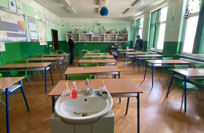 Opremaju učionice kemije, biologije i tehničke kulture