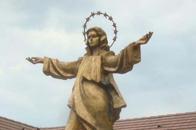 Nadbiskup Hranić u svetištu Šumanovci
