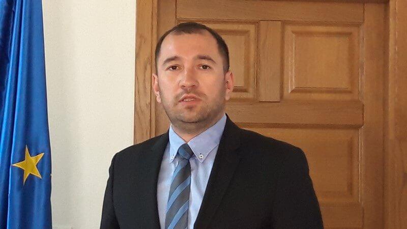 Ministar obrane Mario Banožić i kandidat HDZ-a za vukovarsko-srijemskog župana Damir Dekanić jučer u Županji