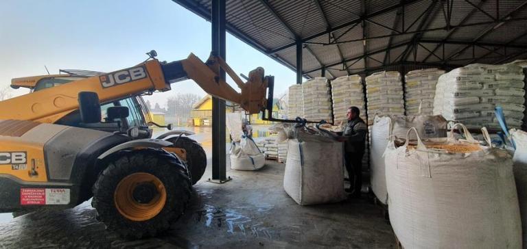 Iz Đurića na potresom pogođena područja krenula donacija od 21 tone stočne hrane