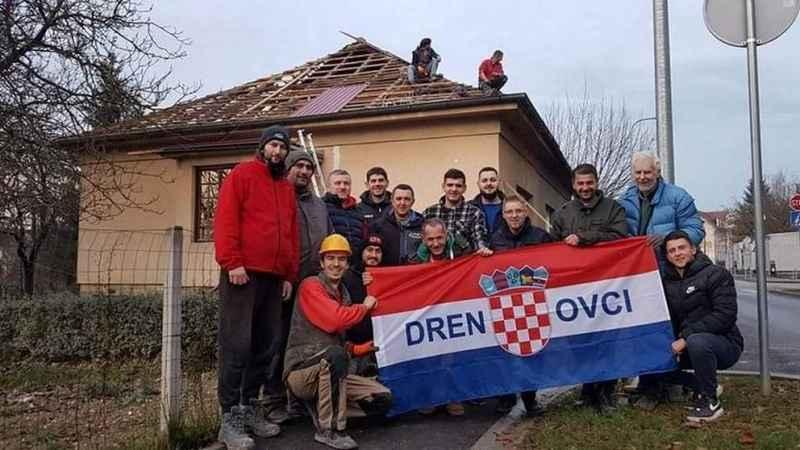 Dečki iz Drenovaca pomažu stradalima u Petrinji