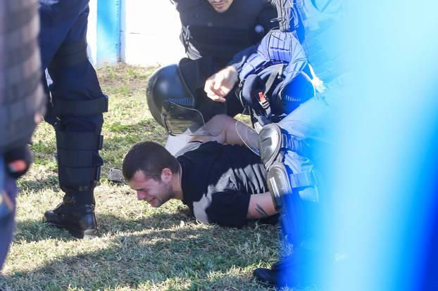 Letjele su šake na sve strane: Torcida se potukla s policijom!